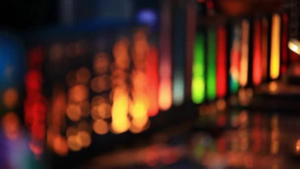 Vánoční osvětlení v noci pro změnu zaměření od stírat. HD. 1920 x 1080