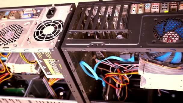 CPU jednotky serveru místnosti datového centra. Otevřete skříň počítače. Pohyb videa posun