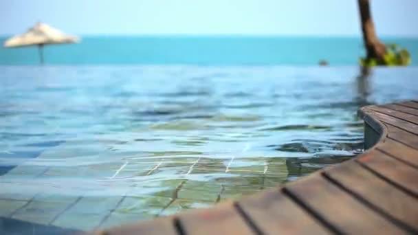 Bazén u moře, ostrov Koh Samui, Thajsko. Sada 3 klipy Video posun pohybu