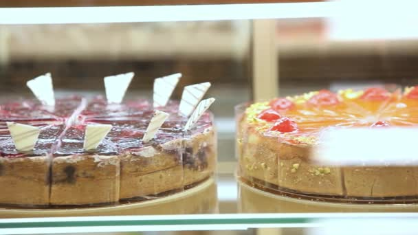 Vitrína na dorty, pečivo v jídelně zobrazení okna pro pouštní Vorarlberska. HD. 1920 x 1080