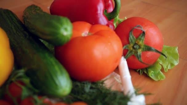 SlowMotion pro sklizeň čerstvé zeleniny a zelené na desky a olivový olej