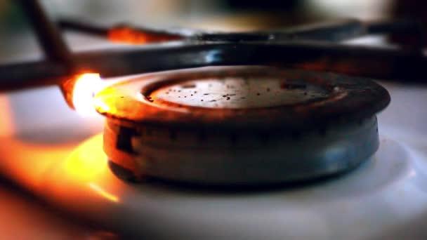 zapalovač zapálil plynový sporák
