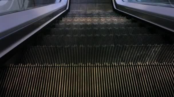pohyblivé schody, při pohledu shora