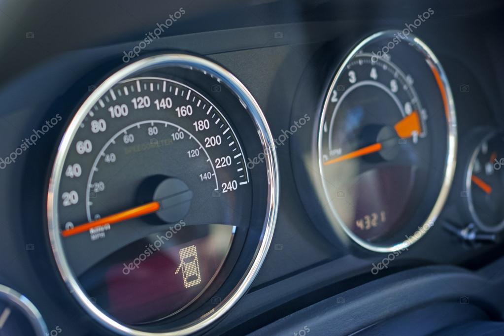 indicateur de vitesse et tableau de bord de voiture photographie ra3rn 68703575. Black Bedroom Furniture Sets. Home Design Ideas