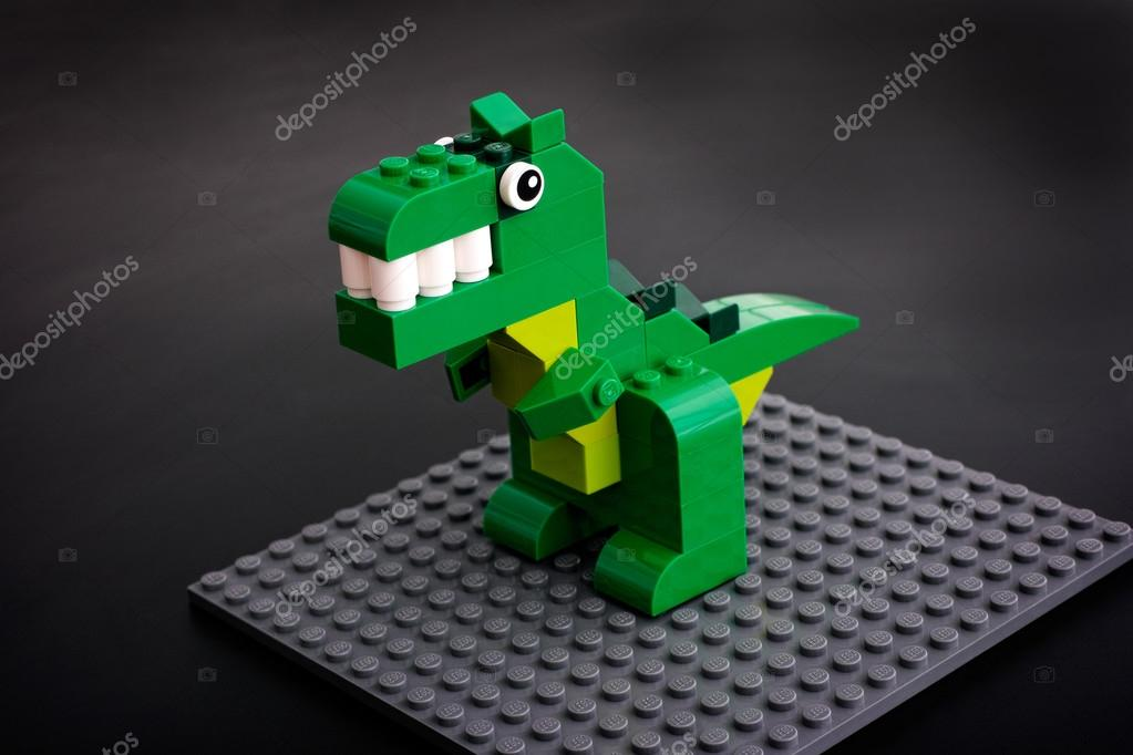 lego jouet de dinosaure vert sur la plaque de base grise. Black Bedroom Furniture Sets. Home Design Ideas
