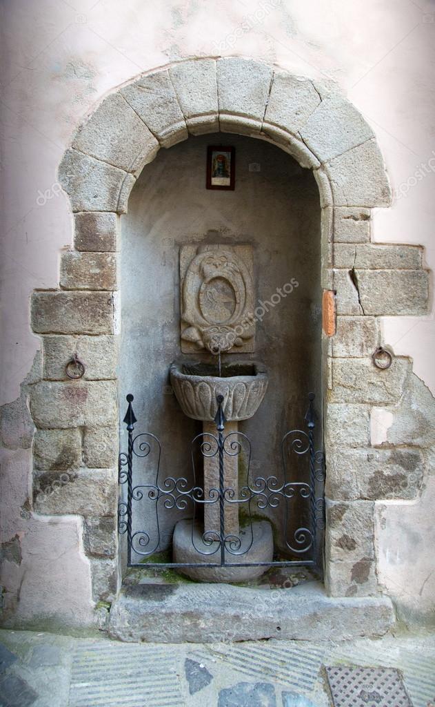 Fuente De Pared De Piedra Antigua Fotos De Stock C Ajafoto 121648132 - Fuentes-de-piedra-de-pared