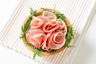 Rocket salad and sliced ham
