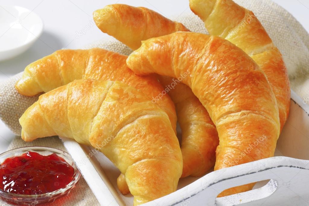 https://st2.depositphotos.com/1010050/7966/i/950/depositphotos_79661964-stock-photo-crisp-butter-crescent-rolls.jpg