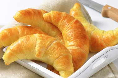 Crisp butter crescent rolls