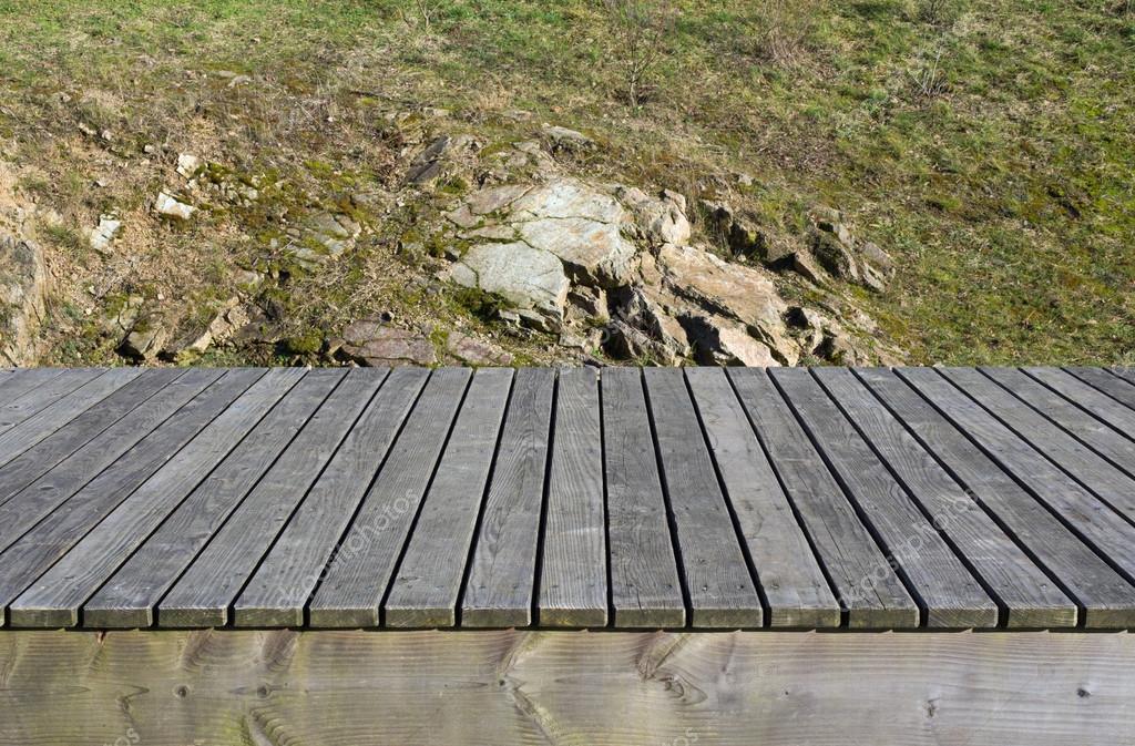 Assi Di Legno Hd : Assi di legno erba e rocce sullo sfondo u foto stock hd design