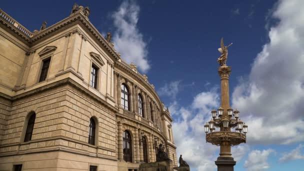 Budova Rudolfiunum koncertní sály na náměstí Jana Palacha v Praze, Česká republika (den). Česká filharmonie