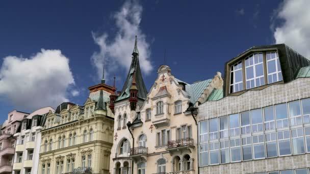 Karlovy Vary (Karlovy Vary) – proslulé lázeňské město v západních Čechách, velmi populární turistickou destinací v České republice