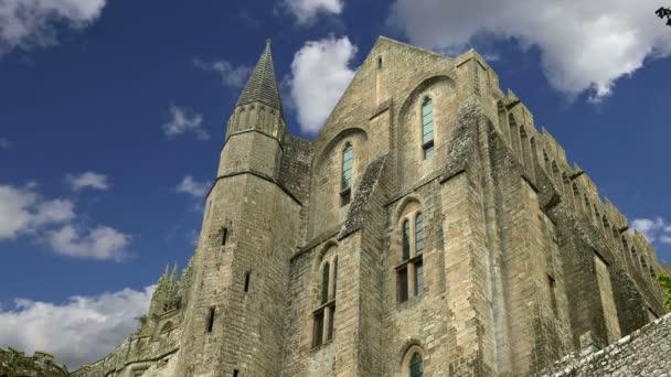 Mont Saint-Michel, Normandie, Francie – jeden z nejnavštěvovanějších turistických památek ve Francii. Jmenovány jako jeden z prvních památek světového dědictví UNESCO v roce 1979