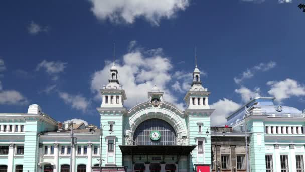 Der Belorusskij-Bahnhof ist einer der neun wichtigsten Bahnhöfe in Moskau, Russland. Es wurde 1870 eröffnet und 1907-1912 in seiner heutigen Form wieder aufgebaut.