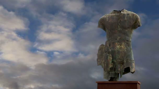 die Statue in der archäologischen Zone von Agrigent, Sizilien, Italien