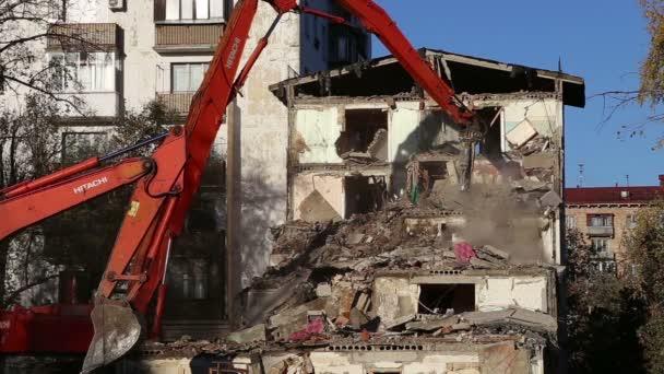 Hydraulické zařízení na demolici. Moskva, Rusko