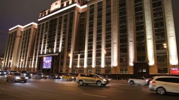 Vánoční (novoroční) dovolená osvětlení a budování Státní Duma v noci, Moskva, Rusko