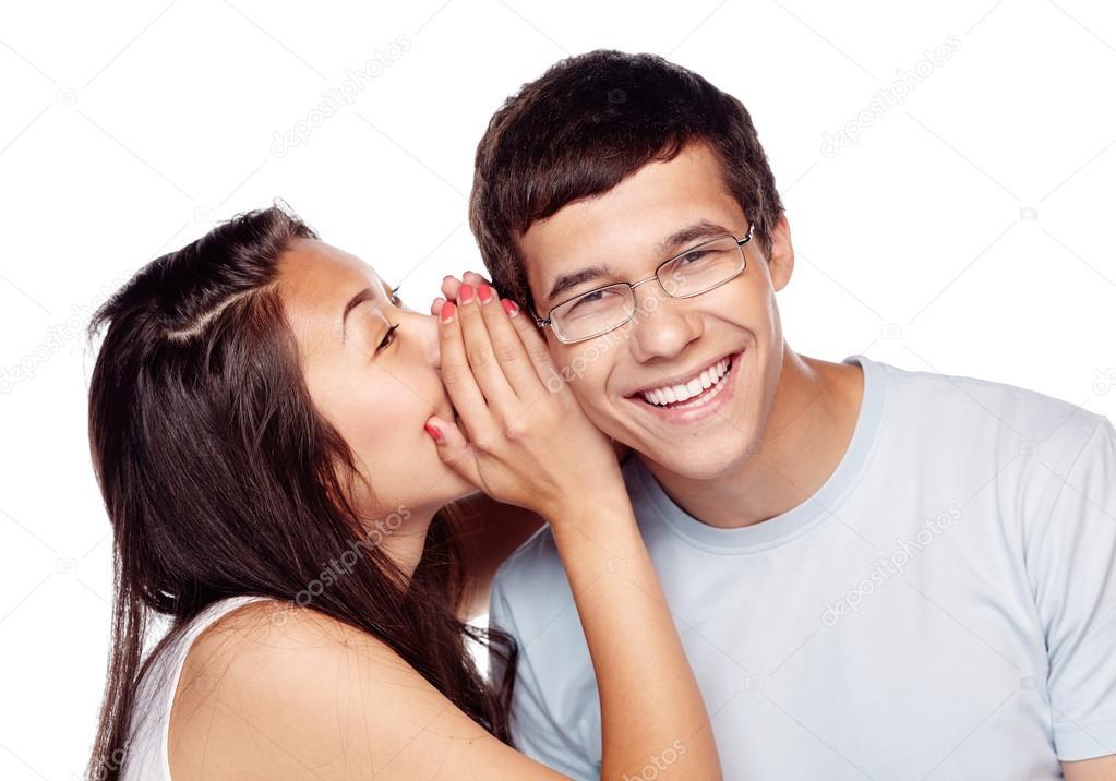 Hispanic dating wit meisjevriend krijgt e-mails van dating sites