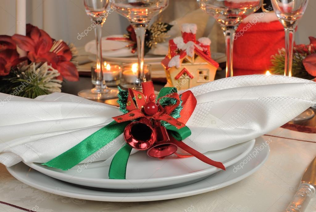 Kerst Tafel Decoratie : Feestelijke kerst tafeldecoratie u2014 stockfoto © apolonia #70430641