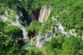 Krásné vodopády na svazích