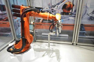 Automatic robotic arm