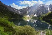Fotografie mountain peaks and blue sky