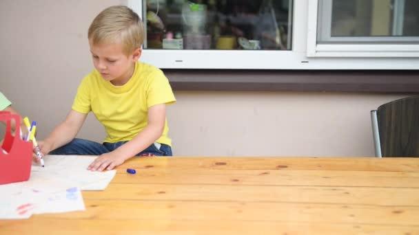 Děti Malování s tužky