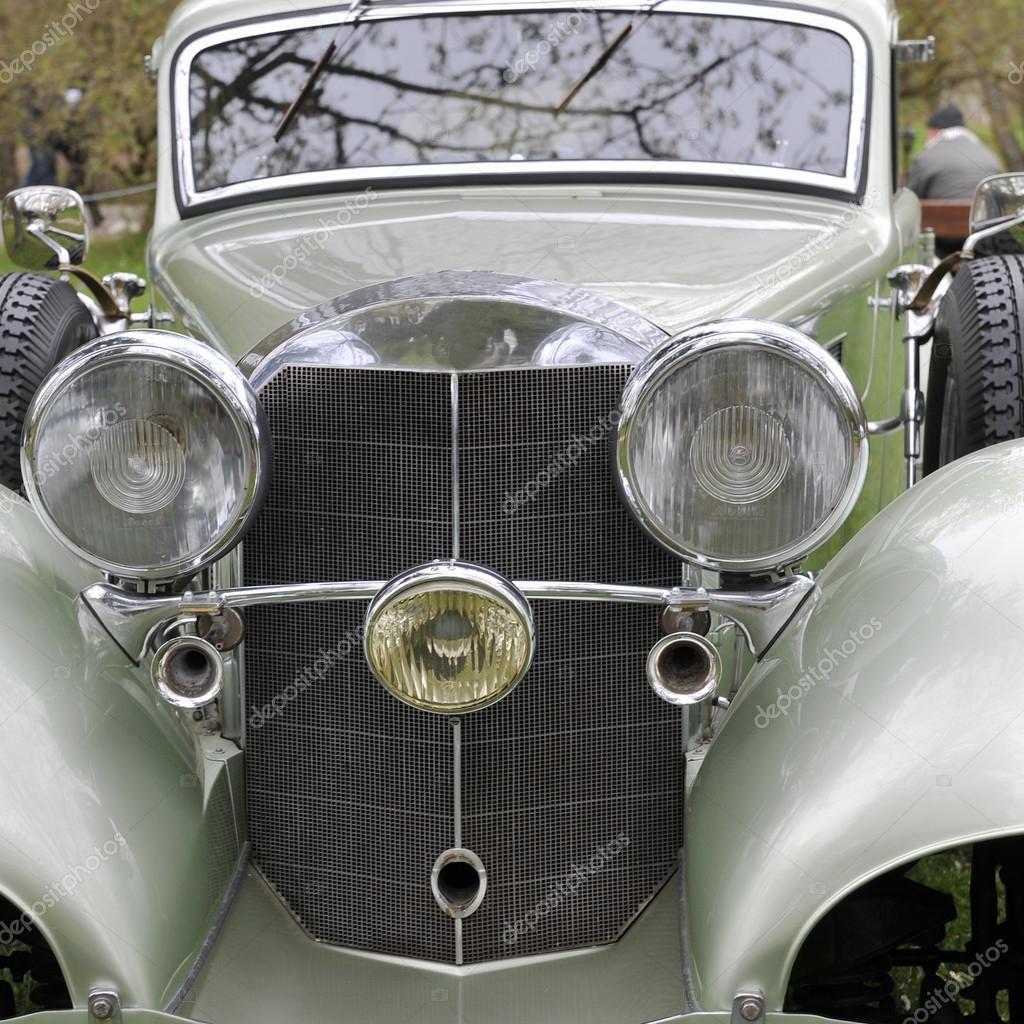Alte deutsche Auto-Vorderansicht — Redaktionelles Stockfoto © Taden1 ...