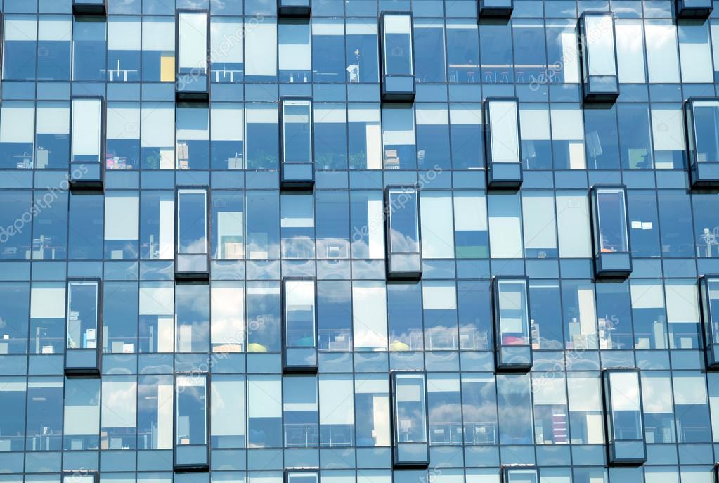 oficina edificio primer plano de fachada de pared vidrio u foto de stock
