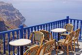 Tempo del caffè sulla terrazza sullisola di Santorini, Grecia