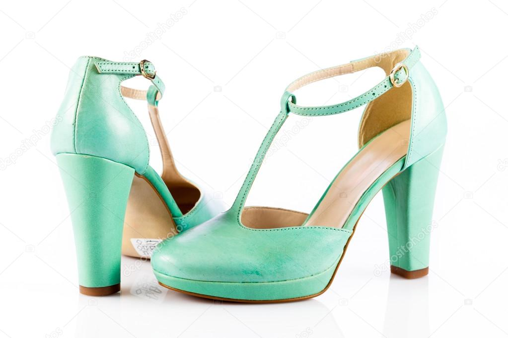 Женщины зеленые туфли, изолированные на белом фоне — Фото автора ewastudio 5ab6556f108