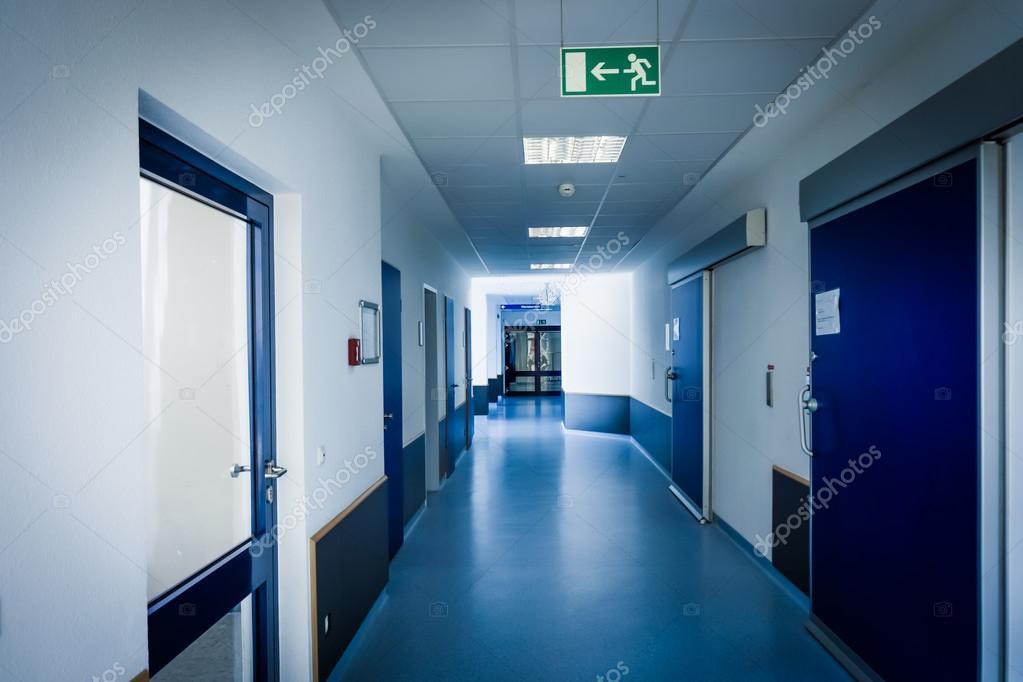 Gang In Het Ziekenhuis Hal Van Het Ziekenhuis Interieur