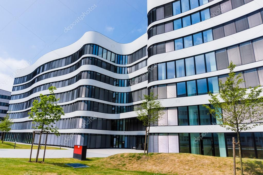 Immeuble de bureaux moderne u2014 photographie ewastudio © #75545923