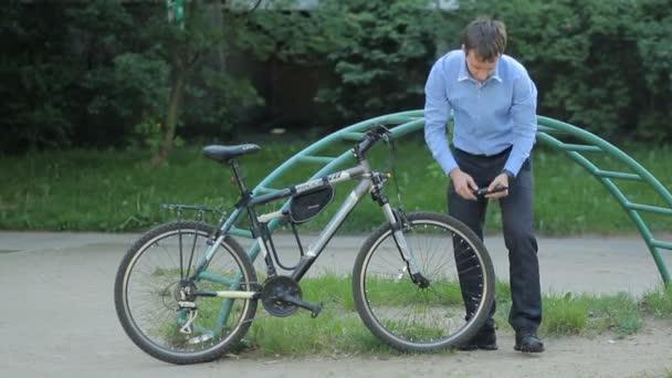 Podnikatel se vyhnali jízdního kola