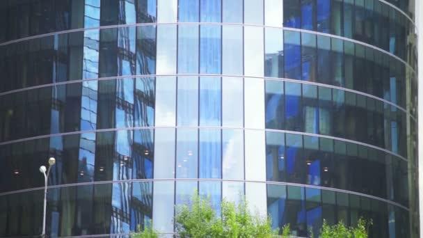 Moderní mnohaposchoďový kancelářská budova