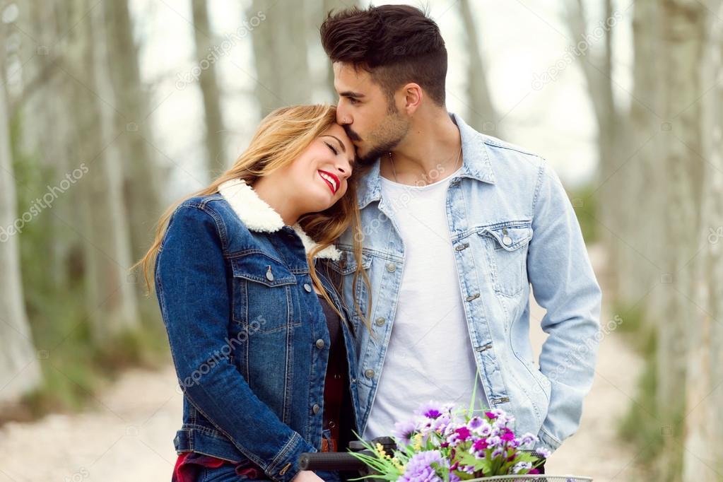 imágenes pareja de enamorados hermosa joven pareja de enamorados