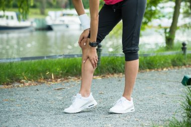 Female Jogger Having Pain In Her Knee