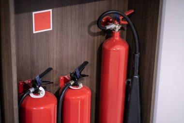 Yangın söndürücü güvenliği ve acil durum ekipmanı. Alarm Servisleri