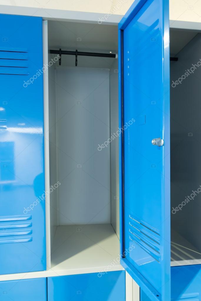 Offene Schranke Im Zimmer Stockfoto C Andreypopov 63342079