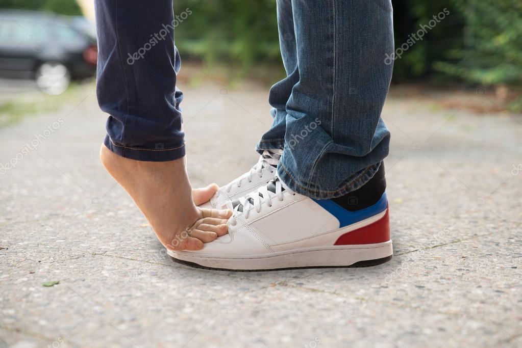 Ноги влюбленных пар девушка модель работа резюме