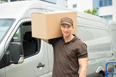Fotografie dodávka muž přepravní box