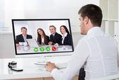 Podnikatel videokonference v počítači