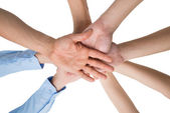 Lidé ruce dohromady stohování