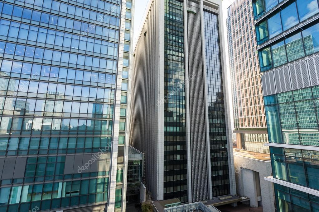 Fachada de los edificios de oficinas modernos fotos de for Fachadas modernas para oficinas