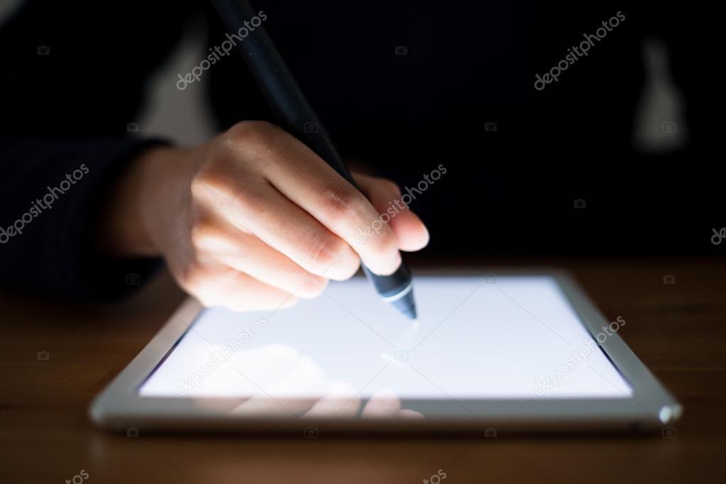 Zena Kresleni Na Pocitaci Tablet Pc Stock Fotografie