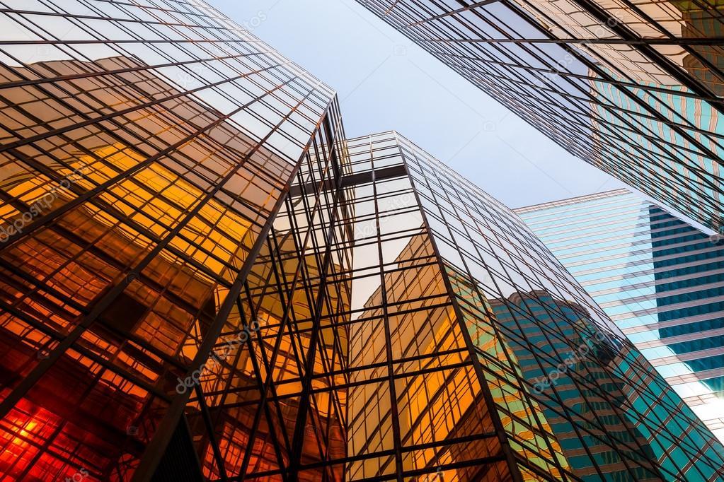 Edifici per uffici con pareti in vetro — Foto Stock ...