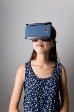 woman using the virtual reality device