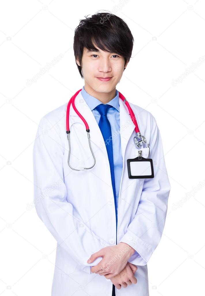 asiatischen männlichen Arzt im weißen Kittel — Stockfoto ...