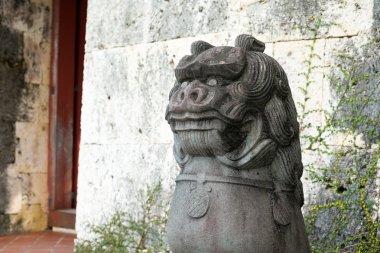 Guardian lion-dog statue