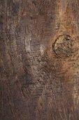 hnědá dřevěná konstrukce